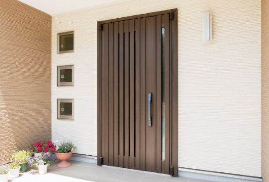 YKKAP製の高断熱玄関ドア「イノベスト」