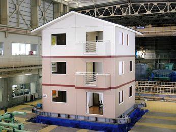 日本ツーバイフォー建築協会の実物大耐震実験